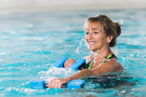 ejercicios-agua-caliente-alivian-fibromialgia